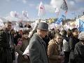 Francúzi v uliciach: Vyše 100 000 ľudí pochodovalo za tradičné rodiny