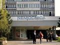 Robia bratislavskí prednostovia v nemocnici bez platu?