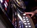 Považskobystričan (57) päsťou poškodil herný automat: Za spôsobené škody mu hrozí väzenie