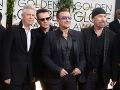 U2 a Bono (v strede)
