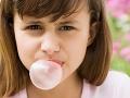 Tajomstvo ukryté v žuvačke: Prečo sú pre deti nebezpečné?