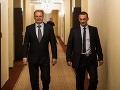 Andrej Kiska (vľavo) prichádza do svojej centrály počas druhého kola voľby prezidenta