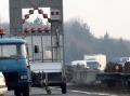 Na D2 v smere na Kúty sa prevrátil kamión