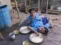 Dve nohy a štyri ruky: Indické siamské dvojčatá miestni uctievajú ako božské vtelenie!