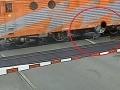VIDEO zázraku z vlakového priechodu pri Brne: Muža delili od smrti len milimetre!