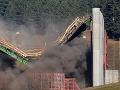 Zrútenie sa načierno stavaného mosta: Z ruín vytiahli 26 ľudí, 11 neprežilo