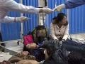 Šialenec sa vrhol na cestujúcich s nožom: Šesť zranených, jeden bojuje o život