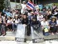 Protivládne demonštrácie v Thajsku polícia rozohnala plynom