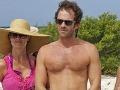 Luke Perry pred 50-tkou ukázal telo v bermudách aj svoju priateľku.
