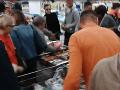Zľavy v supermarkete vyvolali nákupné šialenstvo: VIDEO útoku zákazníkov na akciové šľapky!