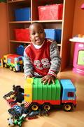 Etiene (5): Jeho otecko pochádza z Angoly, ale  Etiene je rodený Bratislavčan. Chlapcovo meno pochádza zo starej francúzštiny a je obdobou nášho Štefana. Meniny oslavuje 25. decembra.