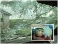 VIDEO ničivej búrky: Padajúce krúpy veľké ako bejzbalové loptičky rozbíjali autá!