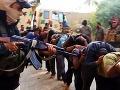Kruté fotografie plné brutality: Islamistili zachytili masové popravy vojakov!