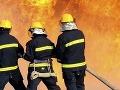 Na Prístavnej ulici horí opustená budova, zasahuje 11 hasičov
