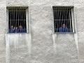Zlodejky sa ulakomili na oblečenie, hrozia im až dva roky väzenia