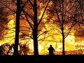 Pri obci Láb na Záhorí horí les