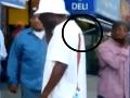VIDEO desivej scény z McDonaldu: Muž s nožom v chrbte vyvolal paniku!