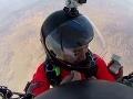 VIDEO extrémnej žiadosti o ruku: Počas zoskoku s padákom sa však stalo ešte niečo!