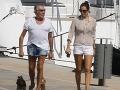 Zošúverený pracháč (73) vyvetral mladú milenku (26): Ups, nohy má tenšie ako ona!