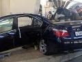 FOTO: Náraz do betónového stĺpu otvoril BMW 530i ako plechovku!