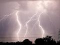 Meteorológovia varujú pred búrkami celé Slovensko: Výstraha platí do večera!