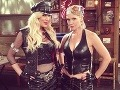 Kelly a Donna z Beverly Hills ako ste ich ešte nevideli: Drsné cice v koži!