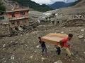 Na severe Nepálu evakuovali stovky turistov po smrtiacom zosuve pôdy