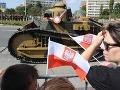 Nad Varšavou dnes lietali bojové stíhačky a vojenské vrtuľníky