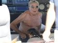 Trapas: Vráskavý miliardár (73) si užíva s milenkou (26) – jej hlava v jeho rozkroku!