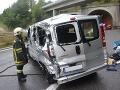 Tragická zrážka nákladného auta s minibusom v Rumunsku: Desať ľudí prišlo o život