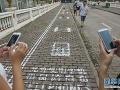 Chodník pre závislých na mobile? V Číne už dávno realitou