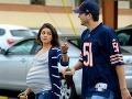 Mila Kunis je tesne pred pôrodom stále štíhla a užíva si prechádzky s Ashtonom Kutcherom.