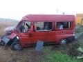 Vlaková nehoda pri Leviciach: Vykoľajenie po zrážke s dodávkou