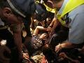 Protesty obsadili centrum Hongkongu: Polícia spolupracuje s gangstrami, chceme demokraciu!
