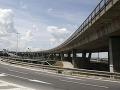 Šoféri, pozor! Na zjazde z Prístavného mosta dôjde k zmene dopravného značenia