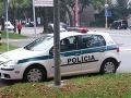 Policajti zaparkovali na chrapúňa a odskočili si na obed: FOTO, ako dôkaz ich arogancie!