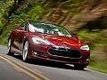 Tesla S sa bude sama riadiť! Automobilka zavádza AUTOPILOT i superšport a 4x4!