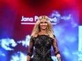 Po dlhom čase sa na módnej prehliadke objavila aj Miss Universe SR 2010 Anna Amenová.