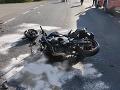 Motorkár (†29) neprežil zrážku s traktorom: Predbiehal cez plnú čiaru, prudko zabrzdil!