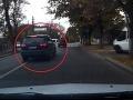 VIDEO: 20-ročný mladík v Audi Q7 predbiehal v zákrute a napálil to do stĺpu!