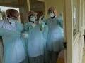 MIMORIADNE Panika u našich susedov! Prvý prípad smrtiaceho vírusu už aj v Česku