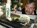 Marián Zednikovič má netradičný náhrobok.