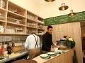 Sociálne podnikanie po slovensky: Kaviareň je plná bezdomovcov a vy im s úsmevom dáte peniaze!