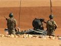 Bojovníci napojení na al-Káidu sa zhromažďujú v sýrkom meste: Chcú získať hraničný priechod