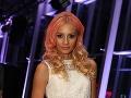 Minulý rok hudobníčka prekvapila, keď sa v spoločnosti objavila s ružovými vlasmi.