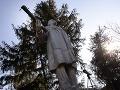 Ukrajinskí vlastenci zničili v Odese sochu Lenina