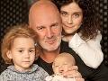 Lucia Šoralová so svojou rodinkou - partnerom Ondřejom Soukupom, dcérkou Rebekou a synčekom Ondrejkom.