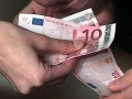 Poslanci OĽaNO chcú zobrať štedré dôchodky príslušníkom ŠtB