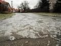 SHMÚ varuje pred silným vetrom a poľadovicou: Takto to vyzerá na slovenských cestách
