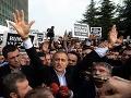 Opozícia považuje zatýkanie v Turecku za prevrat proti demokracii